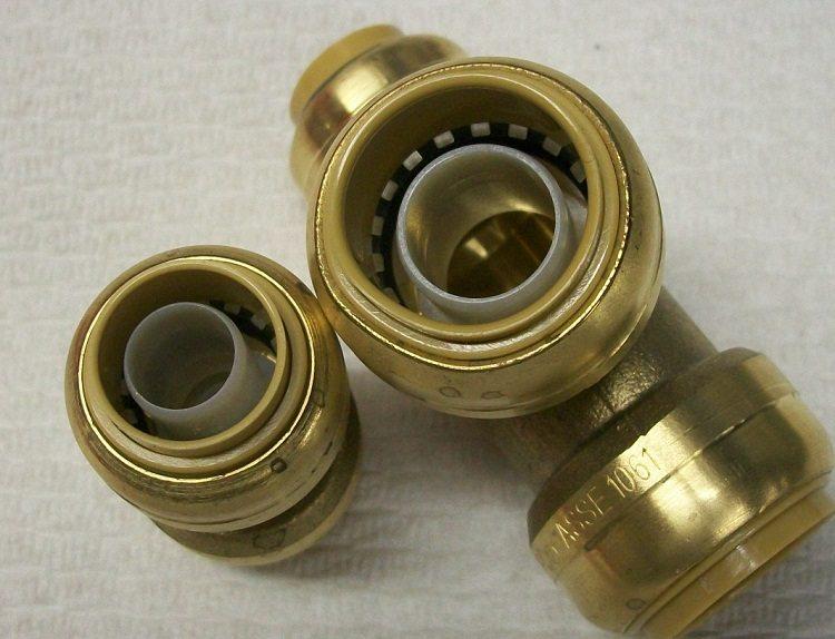 Фитинги для соединения труб из сшитого полиэтилена и монтаж узла с использованием опрессовочных клещей