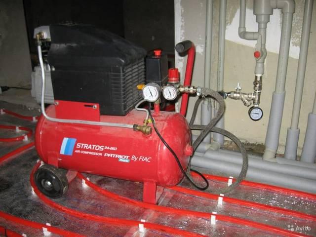 Для гидропневматической промывки одновременно с напором воды подаётся сжатый воздух.