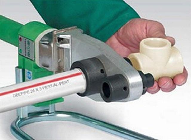 Одно из важных достоинств термостойкого полиэтилена – возможность сварки труб типа PERT-AL-PERT