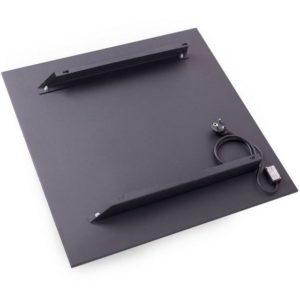 Тыльная сторона обогревательной панели, оснащенная кронштейнами для навешивания прибора на стену.