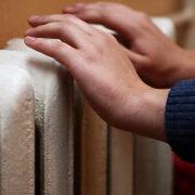 Почему радиатор отопления сверху горячий снизу холодный: решение проблемы