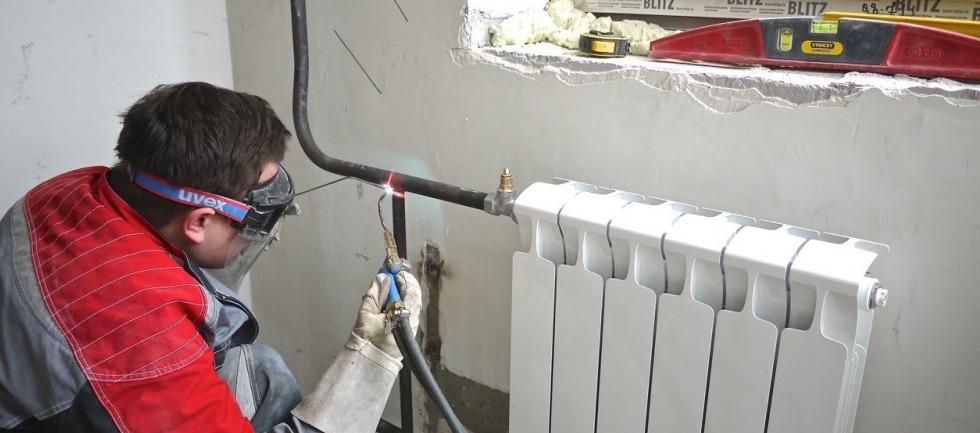 замена радиаторов отопления с газосваркой - YouTube
