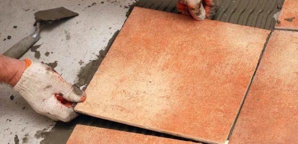 Клей для укладки плитки в бане должен иметь определенные свойства