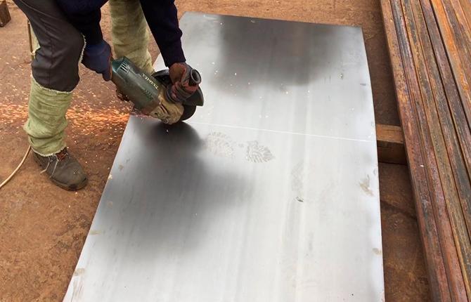 Разрезаем лист жаропрочной стали